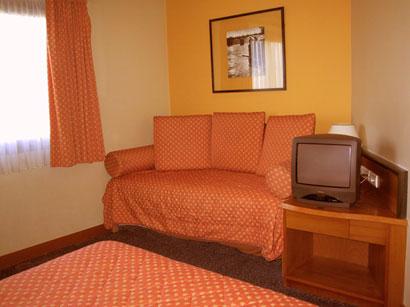 Fil franck tours hotels in paris hotel ibis paris berthier - Theatre berthier porte de clichy ...